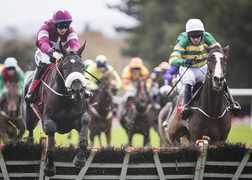 Cracking Smart remporte un maiden sur les haies de Punchestown.